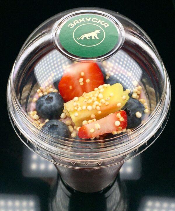 Плодово кисло мляко с фини овесени ядки, мака, чия, боровинки, ягоди, ананас и пуканки от чия