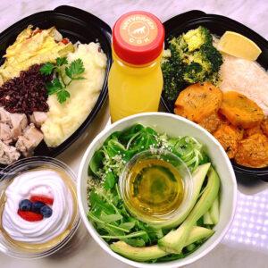 стандарт меню без закуска с две основни ястия, салата, сок и десерт