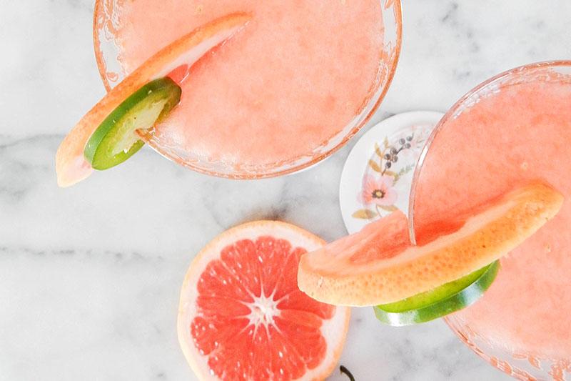 сок от грейпфрут със стръкове фрейпфрут