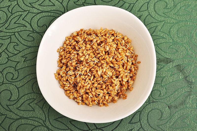 зърна от лимец в дълбока чиния