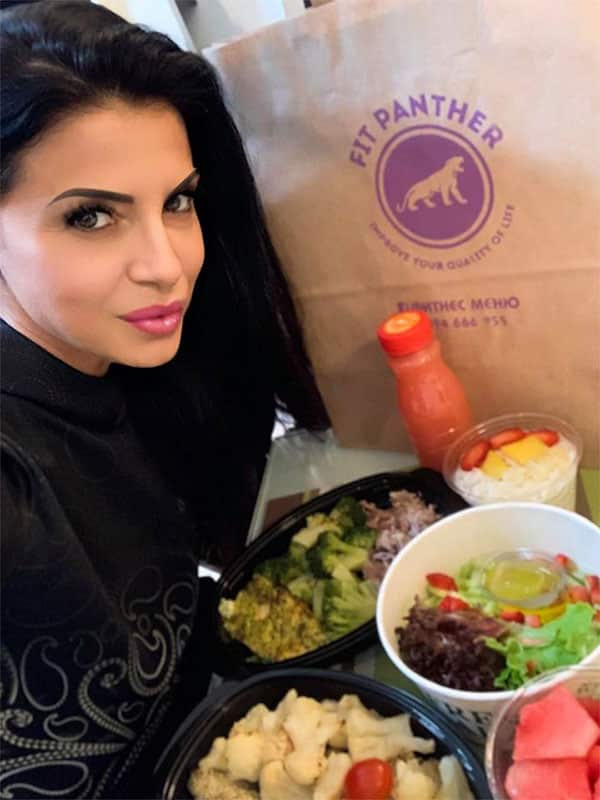 satisfied customer Daniela with a package healthy and food from Fit Panther