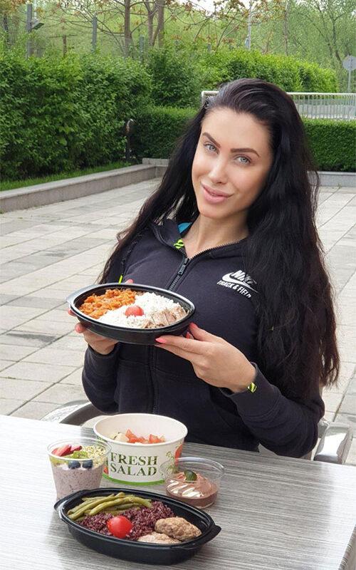 доволен клиент Руми снимка с храна от Fit Panther