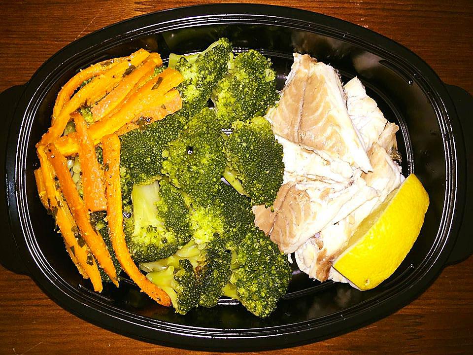 Риба ципура с броколи и моркови на фурна