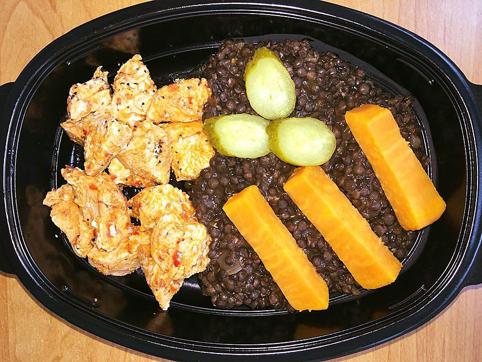 Пуешко с леща белуга, сладък картоф и билки от кухня Fit Panther®