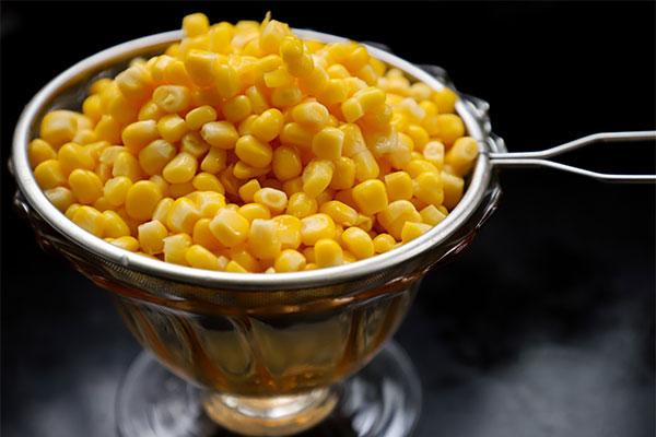 царевица на зърна в купичка