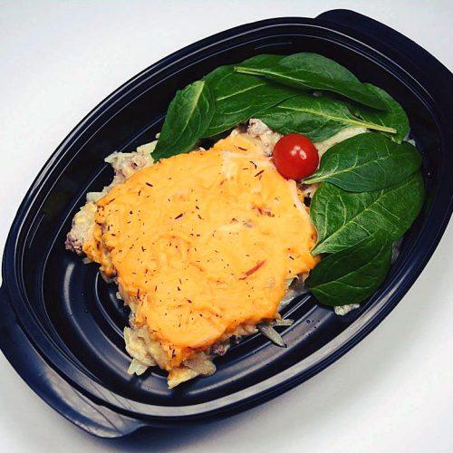Вегетарианска порция от картофи на фурна с веган кашкавал и бейби спанак