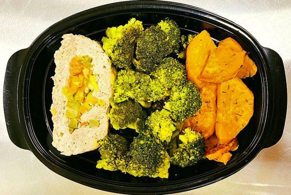 Телешко роле със зеленчуци, броколи и сладък картоф
