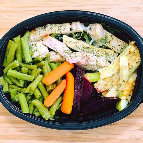 Нилски костур със зелен фасул, бейби моркови, гриловани тиквички и цвекло на фурна