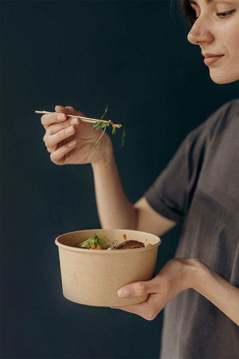 жена се храни със зонова диета